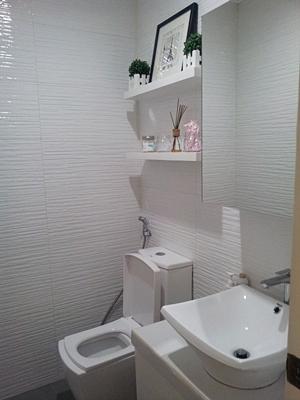 pristine white toilet in Nouvelle Salon