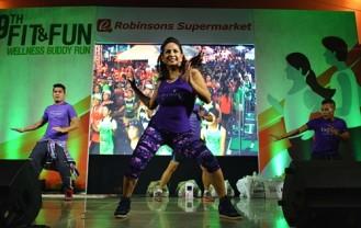 Regine Tolentino leading the warm-up exercise