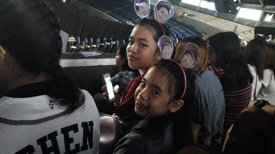 Sisters at the concert