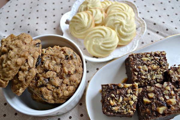 Cinnamon oat cookies, butter cookies, chewy walnut brownies