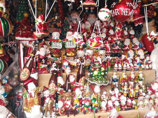 Lots of Christmas tree ornaments, Santa Claus, footmen