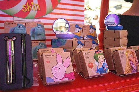 Disney themed skin care products were displayed that day. I'd love to have that Mickey mascara and eye liner !