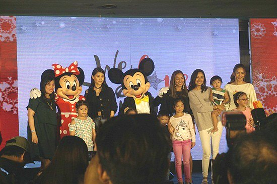 Mom celebrities at the launch. Recognized Kelly Misa and Maureen on stage