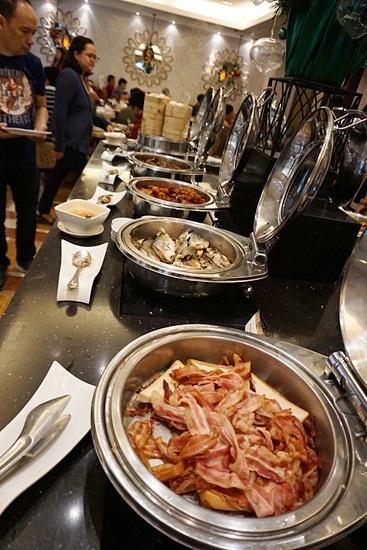 Richmonde Hotel Ortigas 2 Bedroom Suite buffet