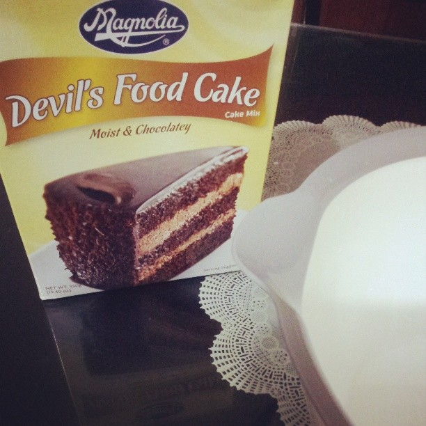 B4 plunging on another work feel ko mgbake muna. Susme pno ko papayat neto. #magnolia #devilsfoodcake