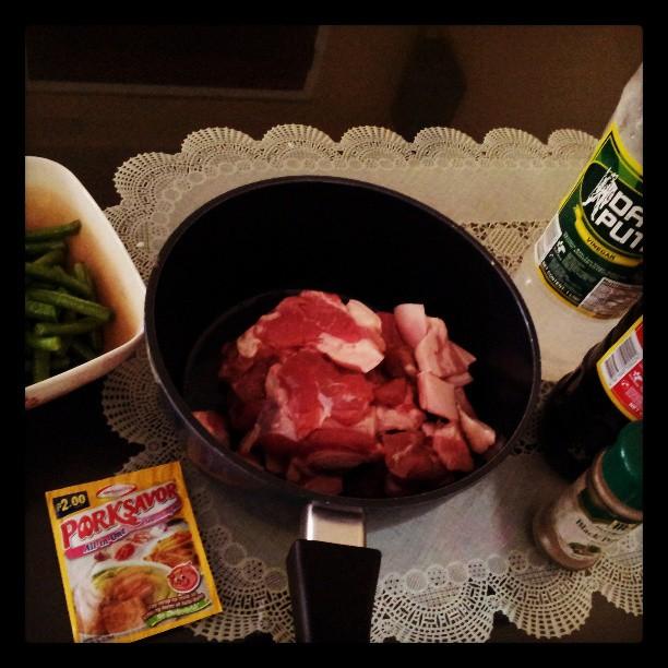 Finally got d time to do this cooking challenge na alam kong walang ka challenge challenge sa ibang mommies dyan LOL!. Ano pb ang walang kamatayang ADOBO! #ajinomotoporksavor